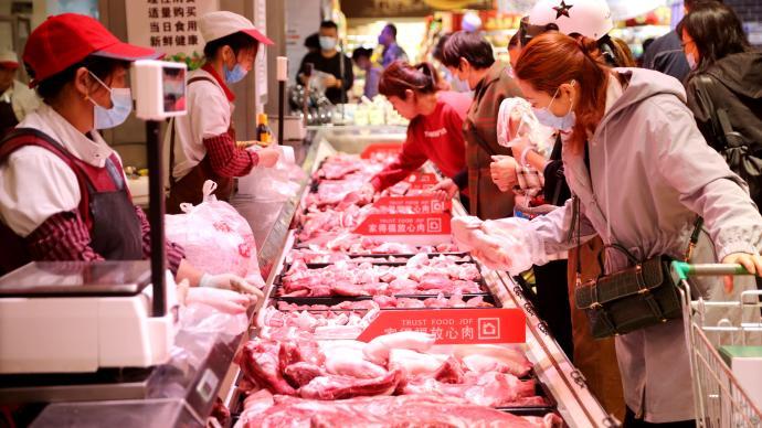 新发地市场今日猪肉批发价每公斤降一成:猪价高居不下情况已过