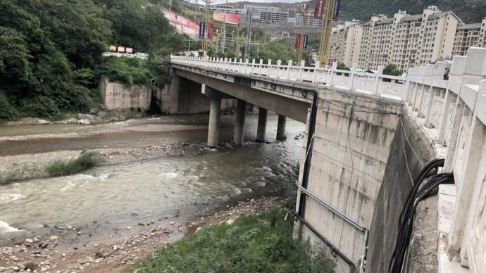 云南男子离婚路上把妻子扔下桥,涉嫌故意杀人已被批捕