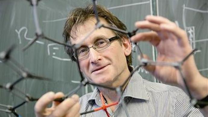 诺奖得主费林加答raybet雷竞技官网:控制运动是分子机器用于药物的关键