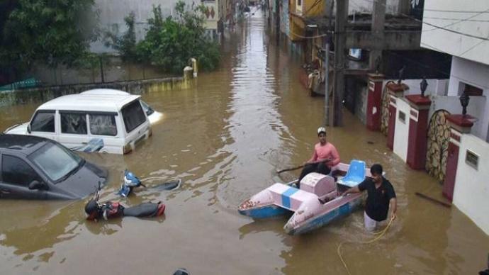 印度特伦甘纳邦持续降雨导致70人死亡