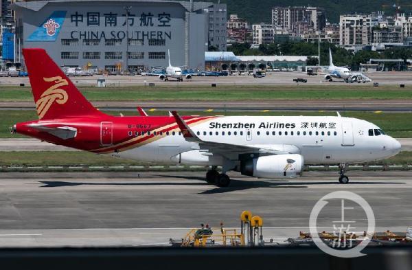 10月16日执行ZH9247航班的深航B-8667飞机。 本文图片 上游新闻