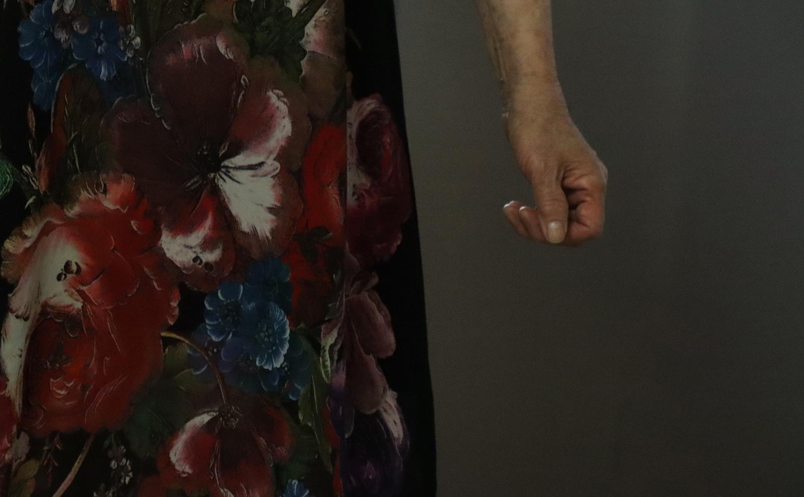 裙子印花的花朵细节。