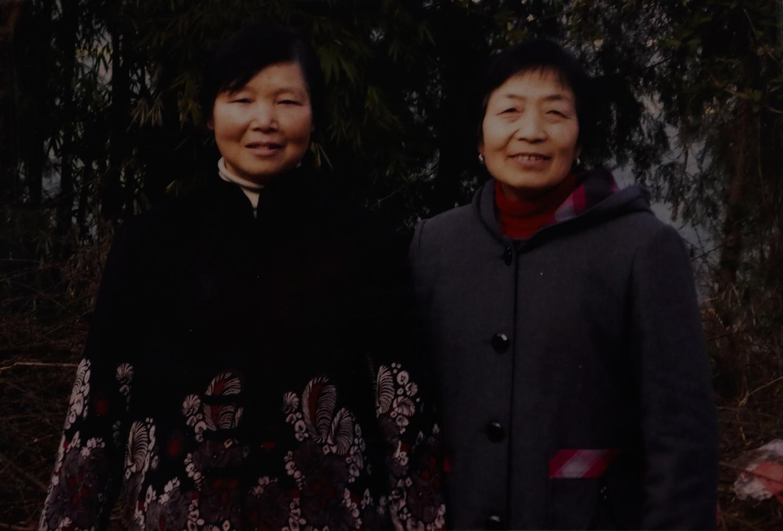 奶奶、二婆婆。姑妈摄于巴中顶山铁路垭,2009年