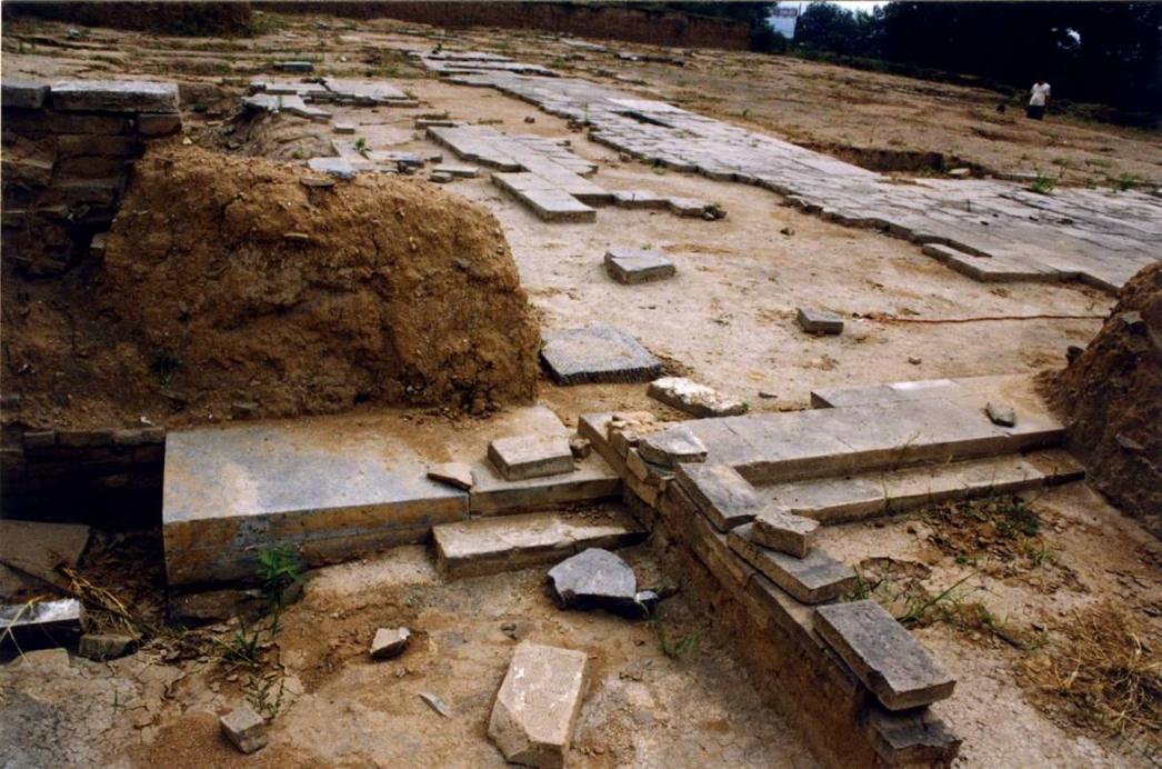 奉先寺遗址挖掘出的殿基
