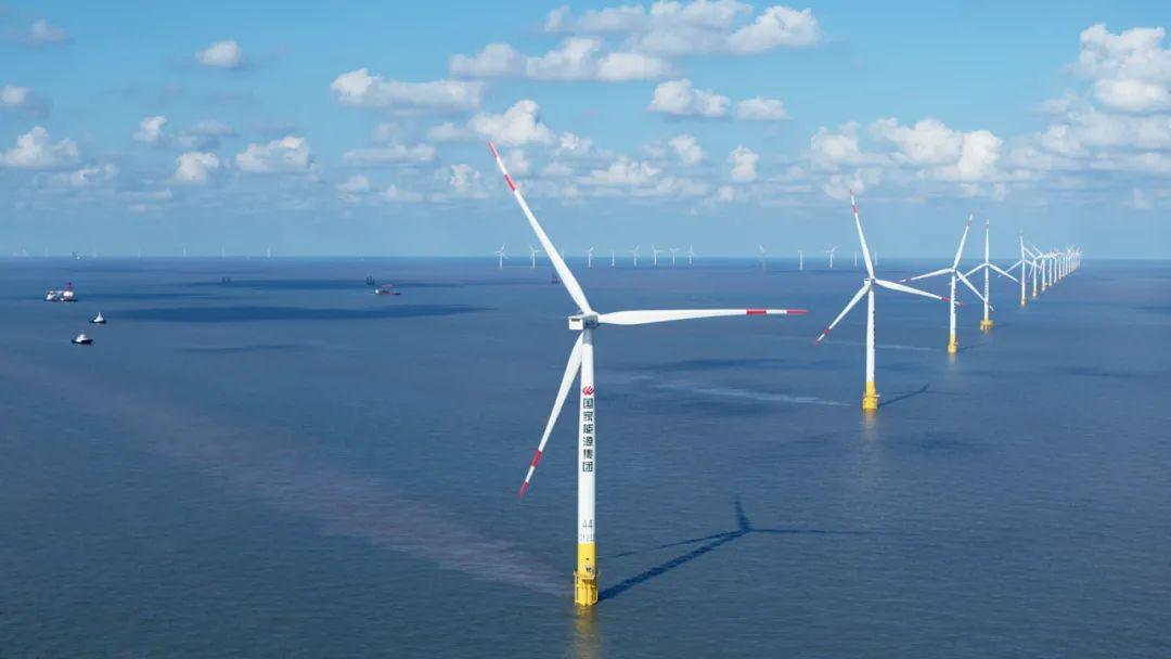 东台海优势电场正在运走的风机
