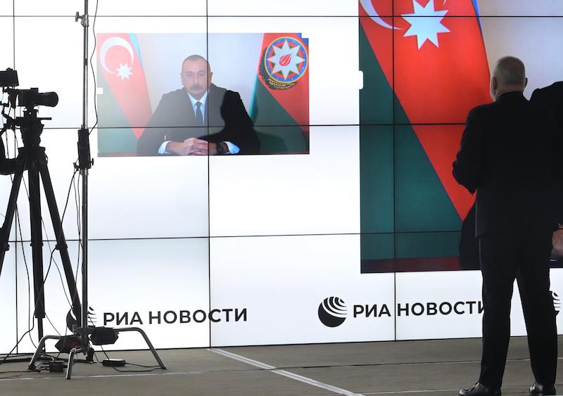 """阿塞拜疆总统阿利耶夫接受""""今日俄罗斯""""通讯社社长基谢廖夫采访。"""