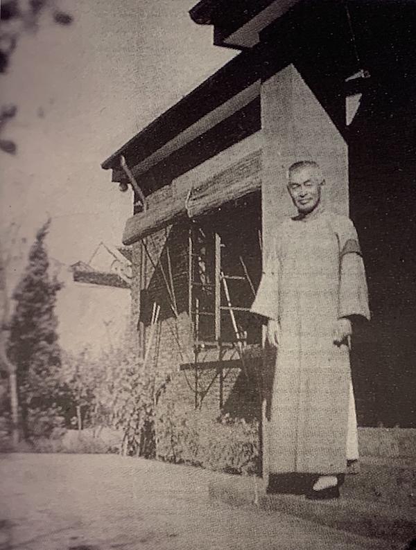 朱屺瞻在淘砂场梅花草堂前