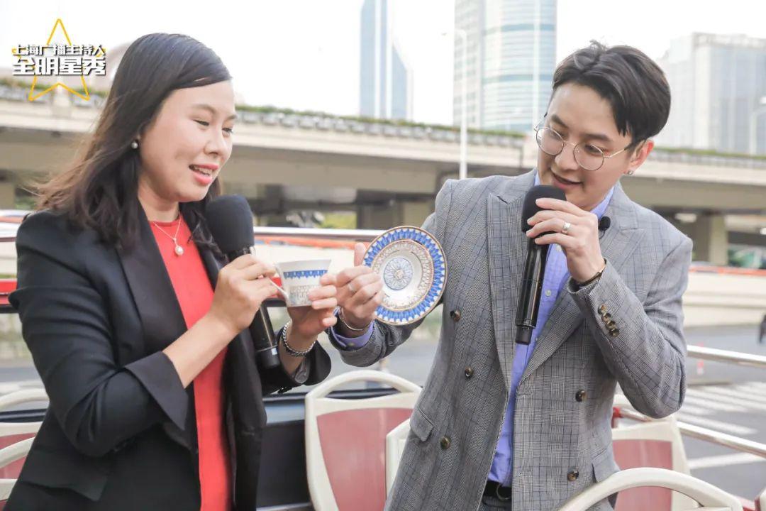 第一财经广播主持人韩欣(左)、李昂解读申城文化地标