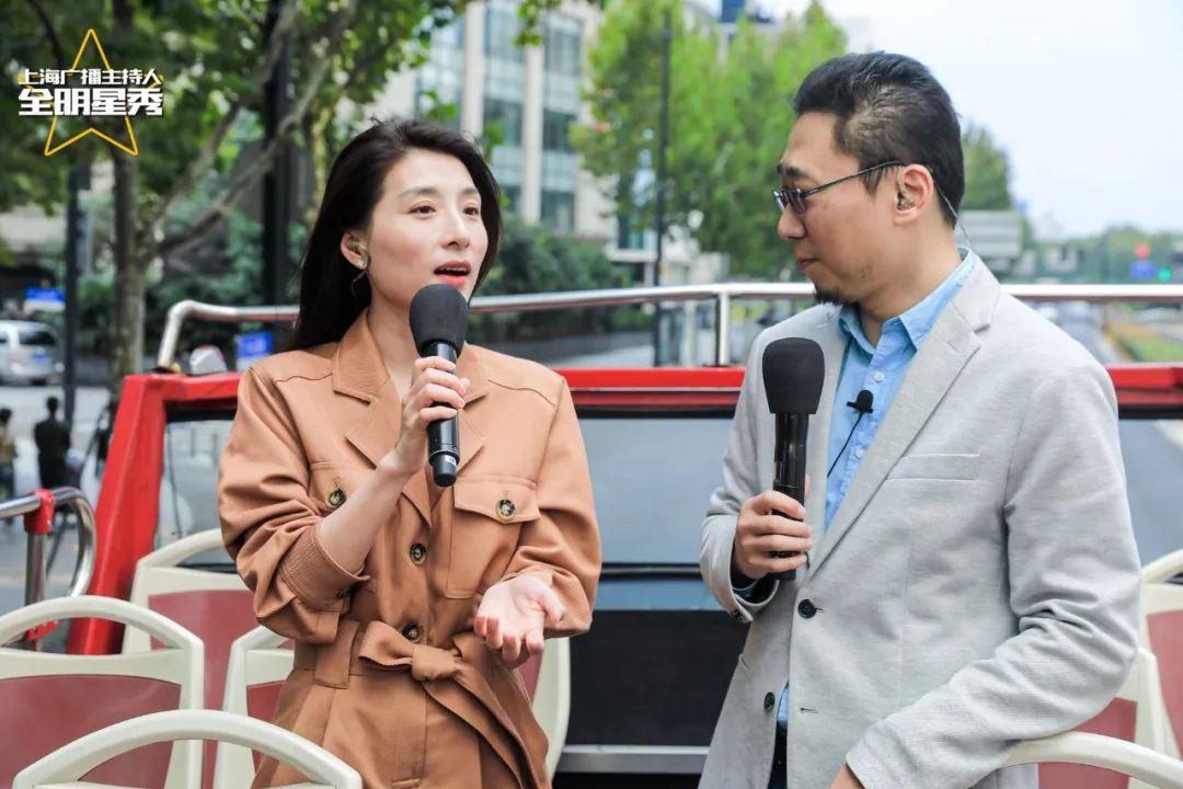 """上海新闻广播主持人雪瑾(左),与第一财经广播主持人包嵘""""趣说""""豫园"""