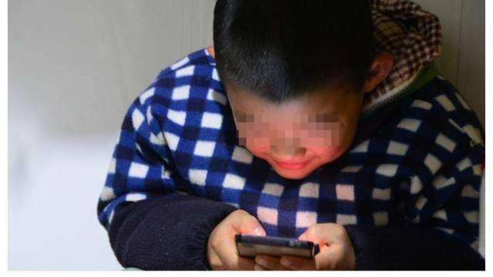 """光明日报刊文:如何看""""每半秒新增一位儿童网民"""""""