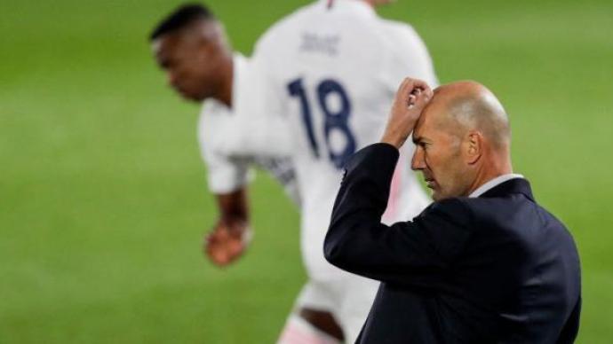 体坛联播|皇马连丢3球欧冠首秀落败,拜仁4-0马竞创纪录