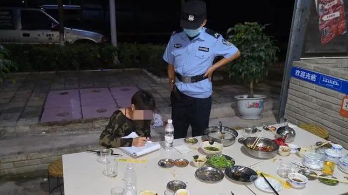 云南一女子聚会上厕所之际十余名朋友逃单,没钱结账店主报警