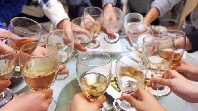 法治课|醉酒后意外伤亡,饭局参与者要担责吗?该担何责?