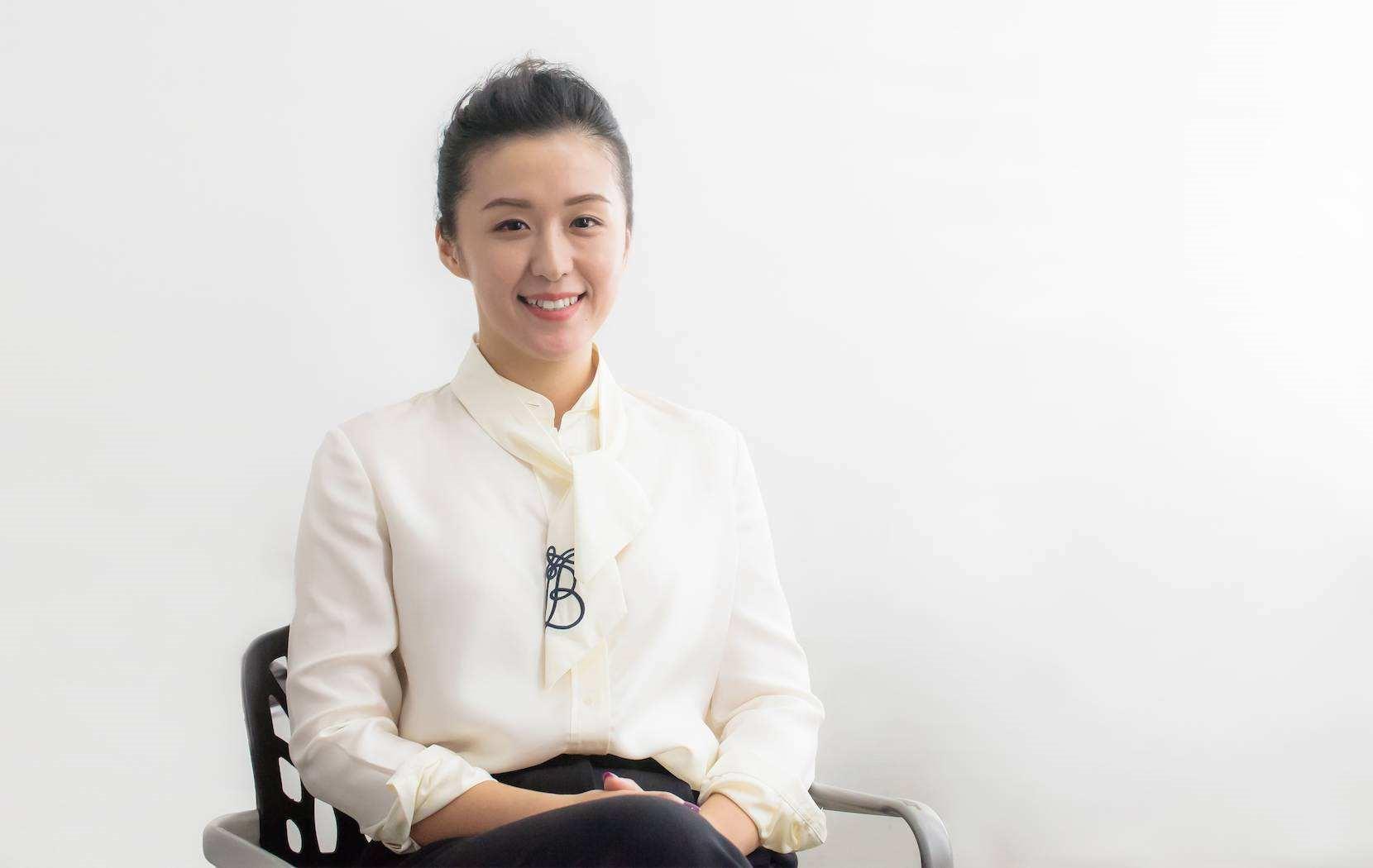 秦雯,1982年11月出生于上海,2001年获第三届全国新概念作文大赛一等奖,同年考入中央戏剧学院戏剧文学系。2018年5月24日,倚赖都市心情剧《吾的前半生》获得第24届上海电视节白玉兰奖最佳编剧。