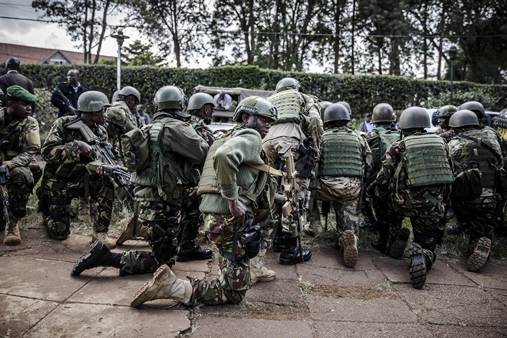 2019年1月15日,特种安全部队到达肯尼亚内罗毕的DusitD2酒店的爆炸现场。一场巨大的爆炸后,枪击声震撼了高档酒店和办公综合体。