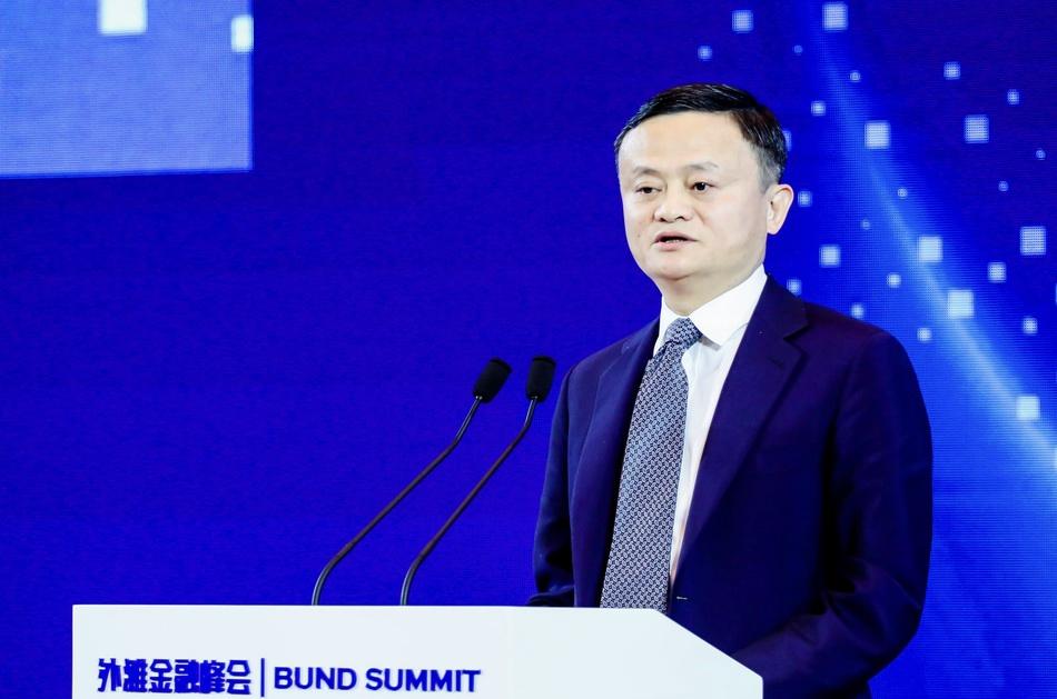 联合国数字合作高级别小组联合主席马云在第二届外滩金融峰会发表主题演讲。 澎湃新闻记者 赵昀 图