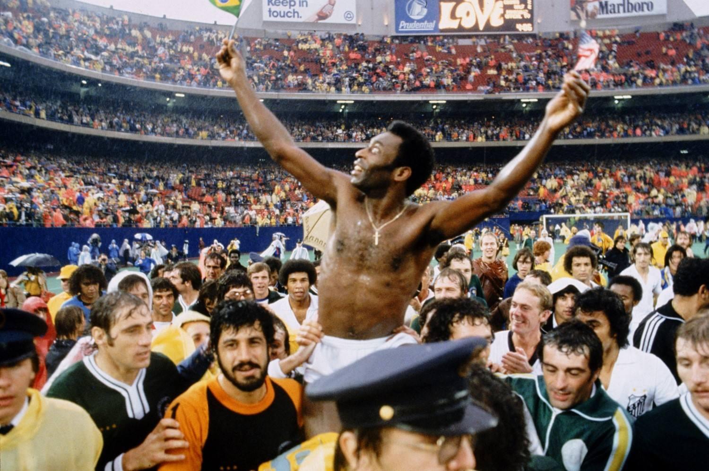 贝利率领巴西三夺世界杯。