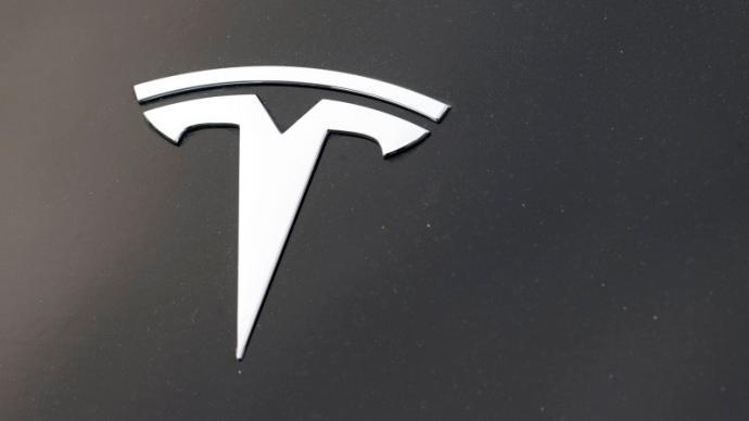 特斯拉发布全自动驾驶系统测试版,车主很兴奋监管部门有担忧