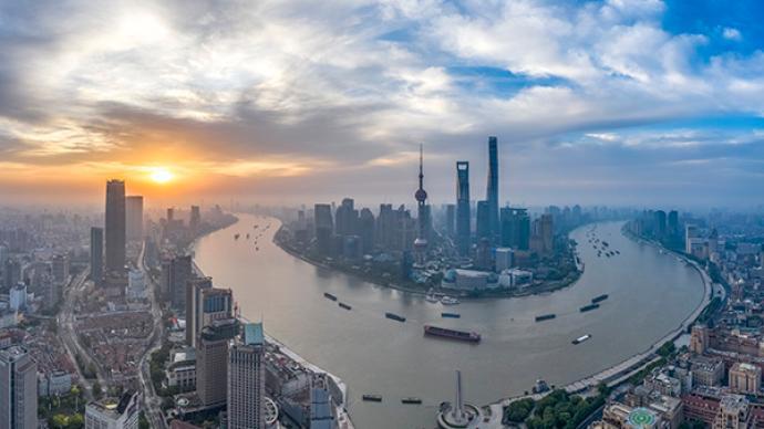 经济参考报整版聚焦上海数字化转型:凝聚融合力量