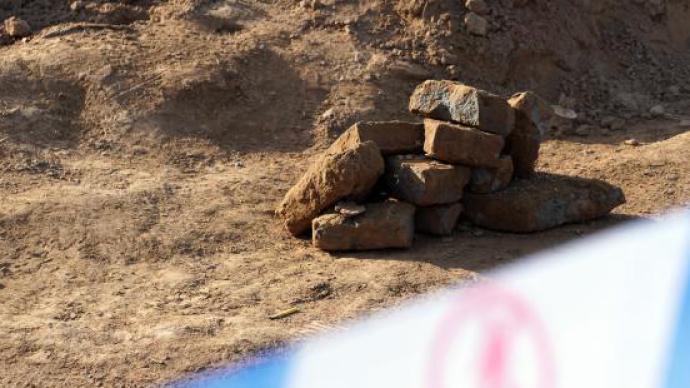 甘肃天水修路挖毁古墓,媒体:绝不能让历史文物损毁在推土机下