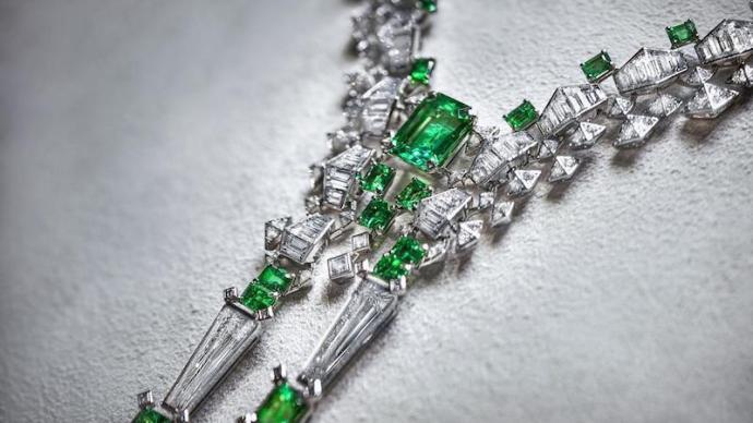 从一件高级珠宝,走进一片绮丽自然