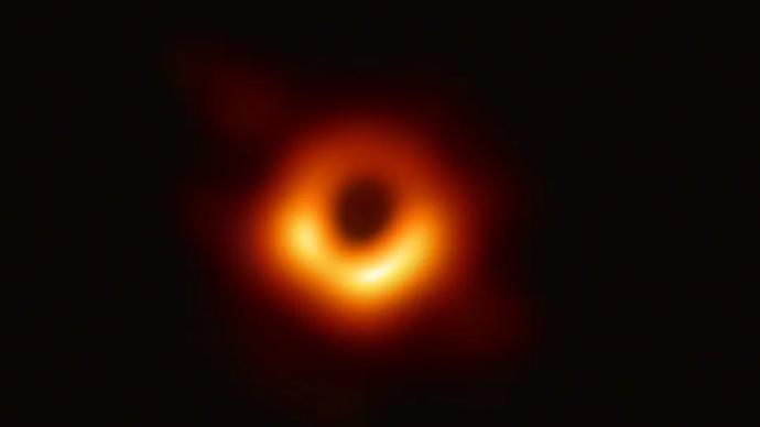往屆回聲|最簡單又最復雜的黑洞,是否藏著物理學終極理論?