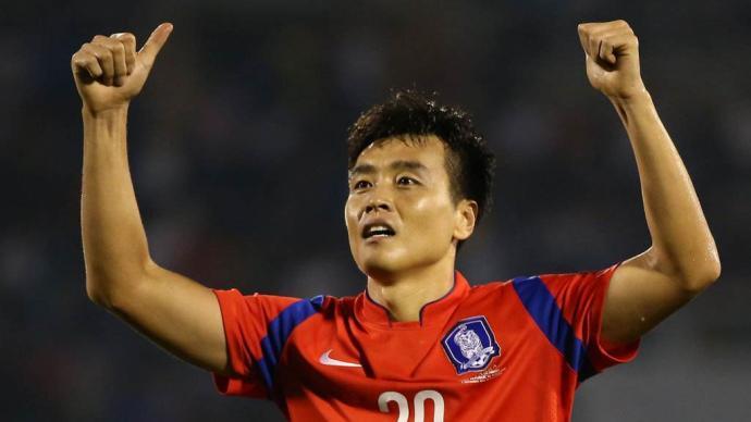 耗走國足幾代球員之后,41歲的韓國前鋒李同國終于退役了