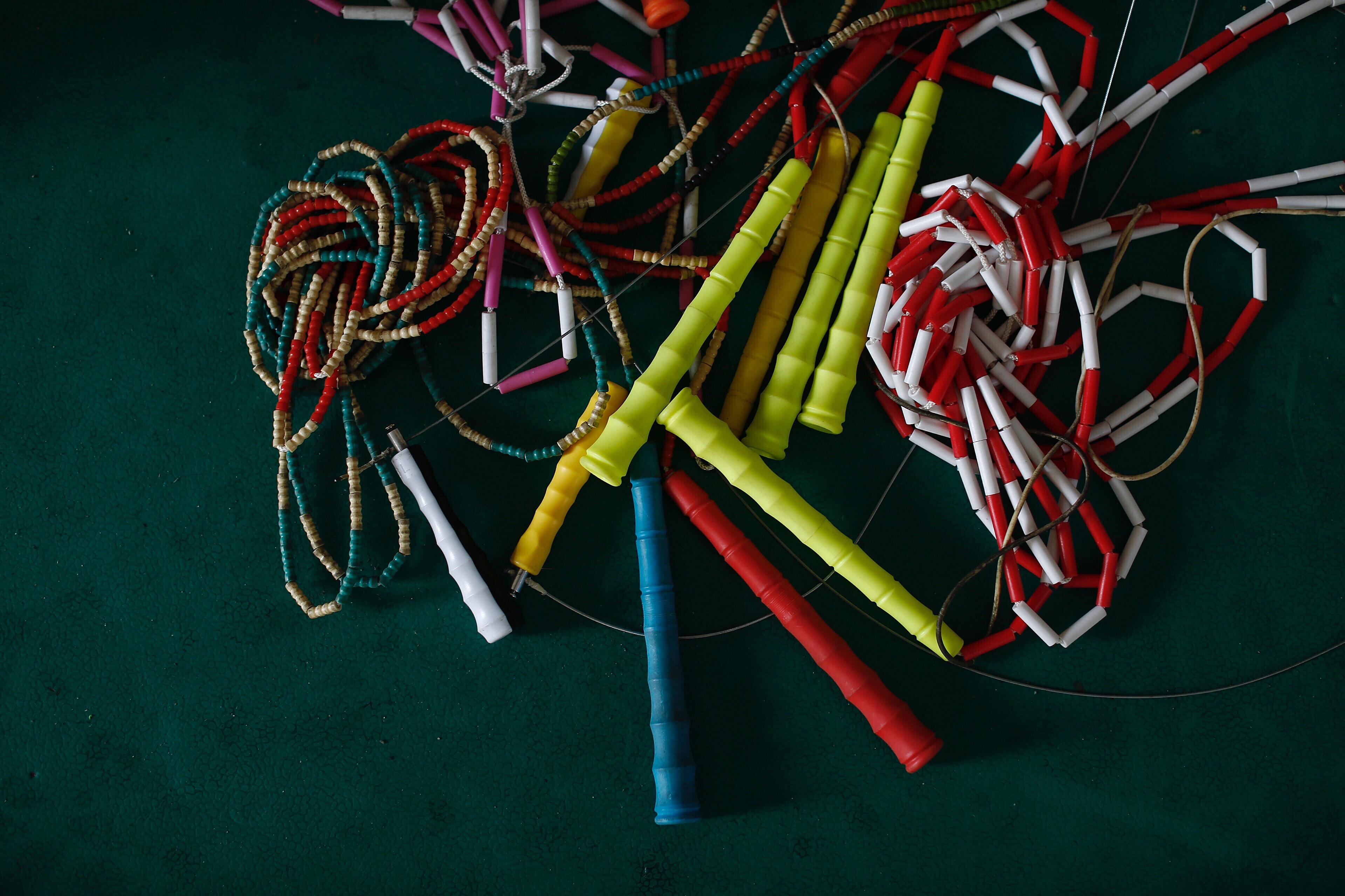 体育课用的跳绳绳子。