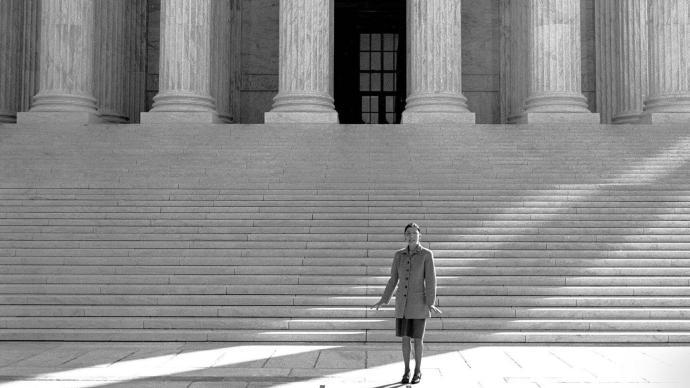 美參議院投票通過新大法官提名:緬懷逝去的金斯伯格時代
