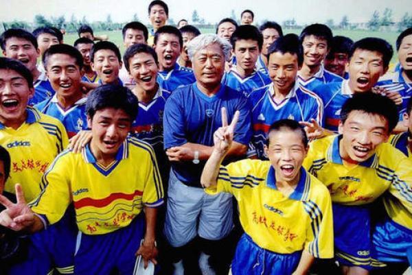 离开国家队后,高丰文一直致力于培养青少年足球。