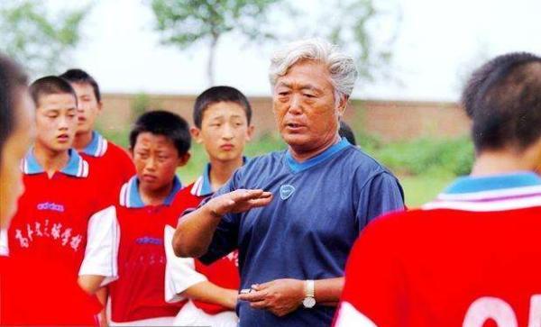 高丰文说,办足校不是为了赚大钱。