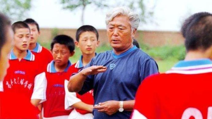 出线、黑色三分钟、创办足校,都刻入高丰文起伏的足球人生