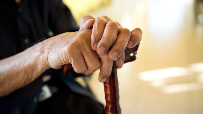 """上海智慧养老场景正在落地,这个""""腕表""""救援脑梗老人2次"""