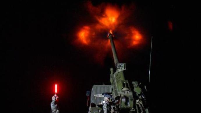 海拔4400米!西藏軍區某旅演練新型火炮超極限射距打擊