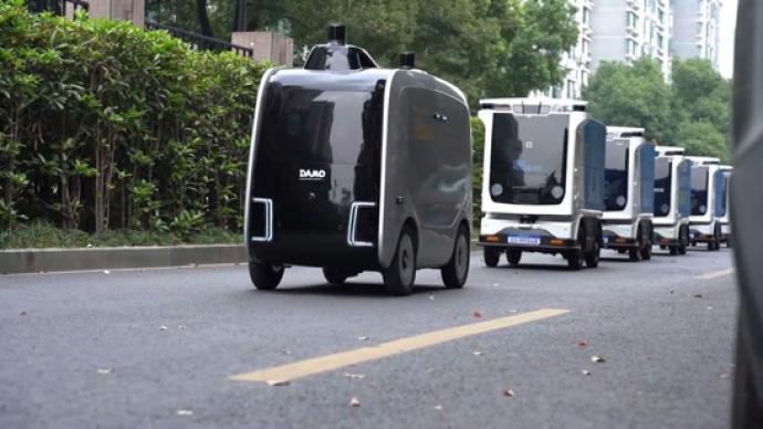 """阿里第一款物流机器人上岗,承运浙江大学""""双11""""包裹"""