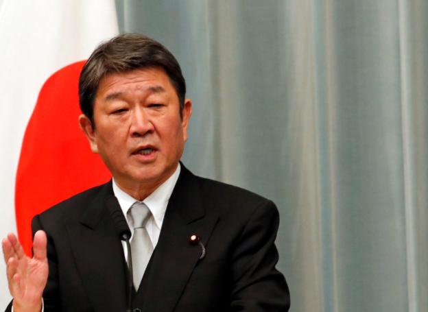 日本外相茂木敏充宣布新冠疫情危险信息等级从3级下调为2级