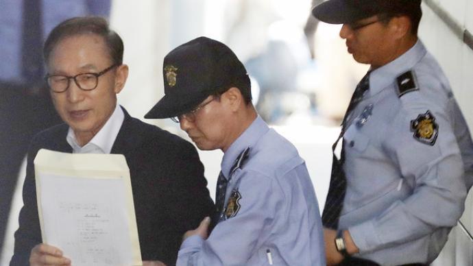 李明博被判17年后發聲:希望在家過周末,監獄下周去