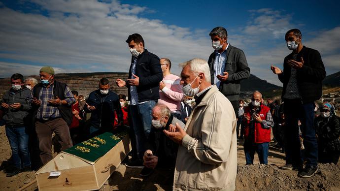 早安·世界 愛琴海地震已致土耳其73人死,遇難者葬禮舉行