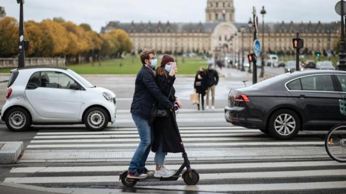 視頻直播丨二次封城!直擊巴黎街頭全民囤貨現場