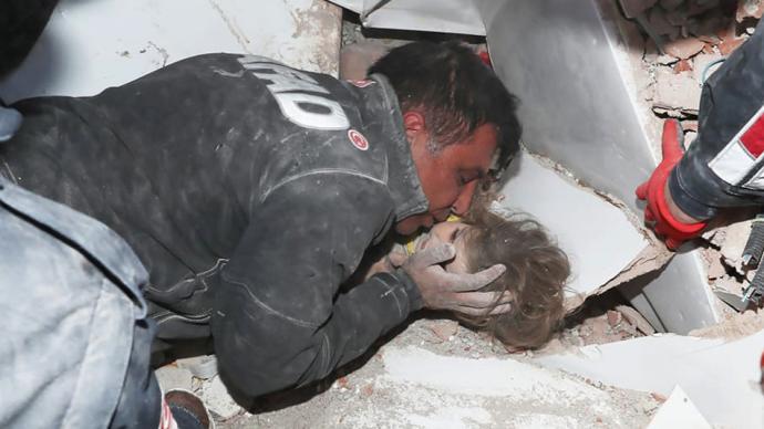 早安·世界 土耳其4歲女孩在地震91小時后被救出