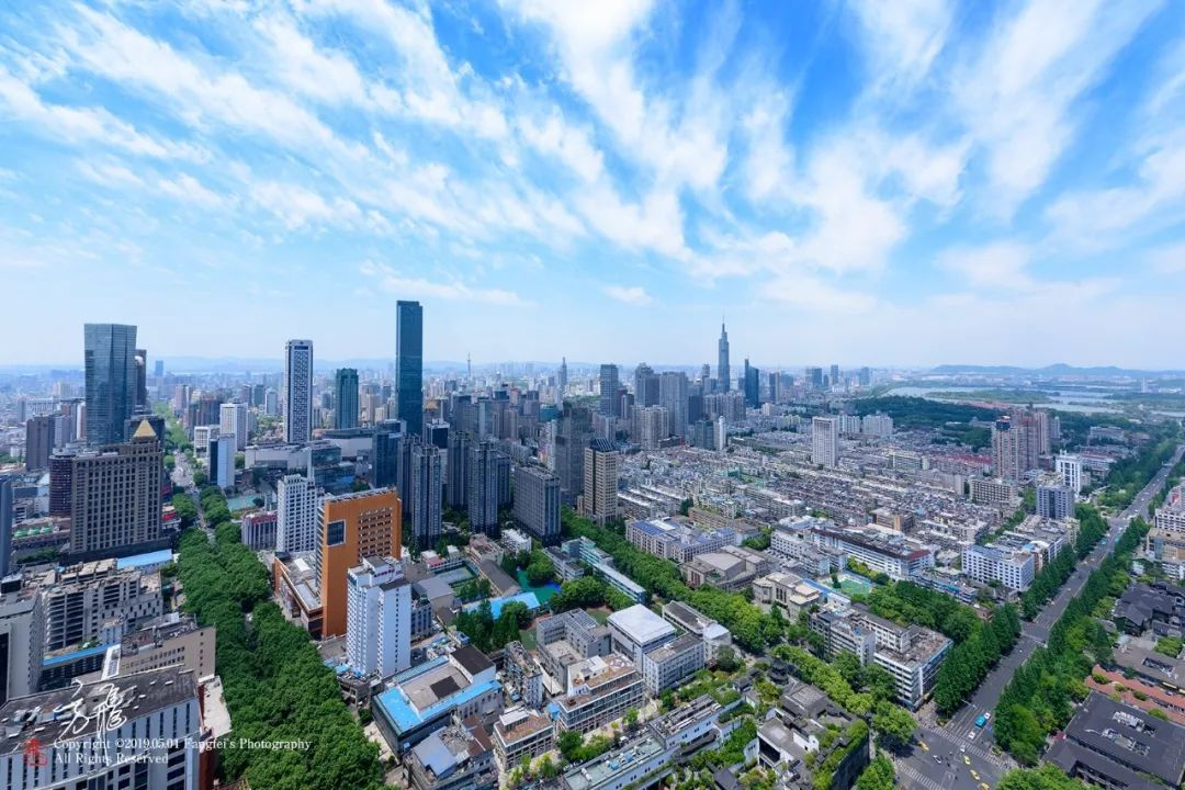 南京前三季度GDP出炉,同比增长3.3%。 南京发布微信公众号 图