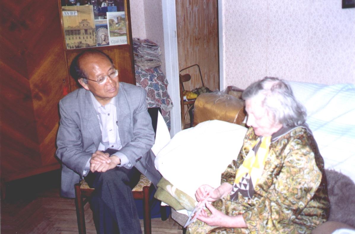 郑异凡在莫斯科访问古尔维奇-布哈林娜,2002年