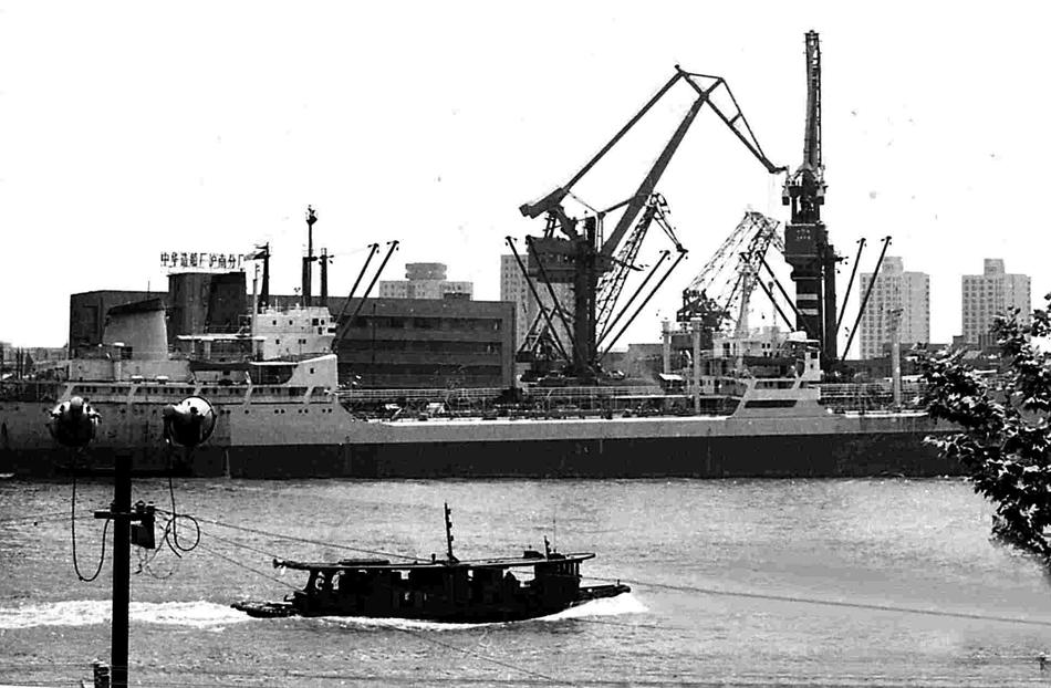 1990年,南码头中华造船厂沪南分厂。茅正元 供图