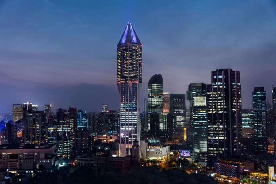 上海明天广场夜景。