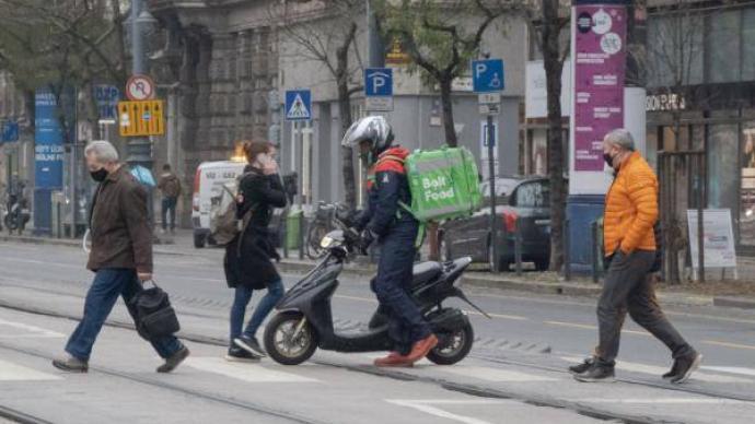 匈牙利实行全国宵禁,餐馆严格禁止堂食