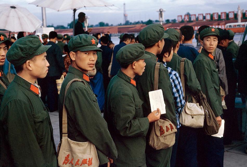 天安门广场上的自邪在军,北京,1973 年