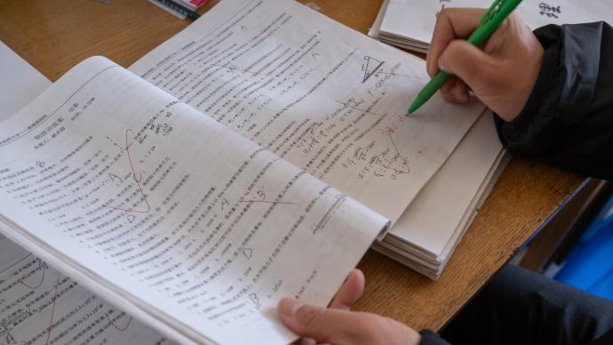 """辽宁发文""""严禁家长、学生代劳"""":教师不批改作业将取消评优"""