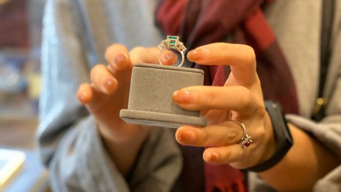 在南京路步行街延展兩日,巴基斯坦珠寶商的進博之旅還在延續
