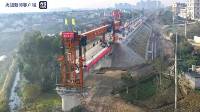 """歷時12年!""""地球上最難修建的鐵路""""大瑞線進入線上施工階段"""