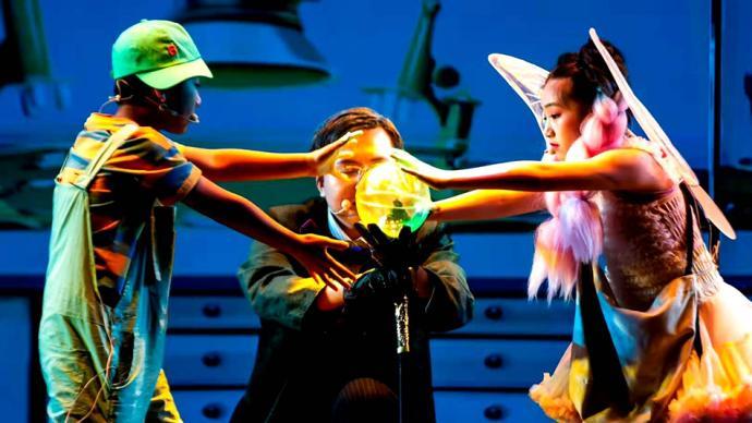 小學生牽手科學家演繹科普舞臺劇,跨界組合引發奇妙化學反應